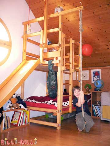 Greetings! Your beds are absolutely amazing. The assembly was a lot of fun and it was completed in half a day. The bed fits perfectly underneath the pitched roof and the slide runs along below the window with plenty of space. Our little sailer Robin has a lot of fun with his cool play bed. Friendly greetings from Horgen at Lake Zurich Rolf Jeger