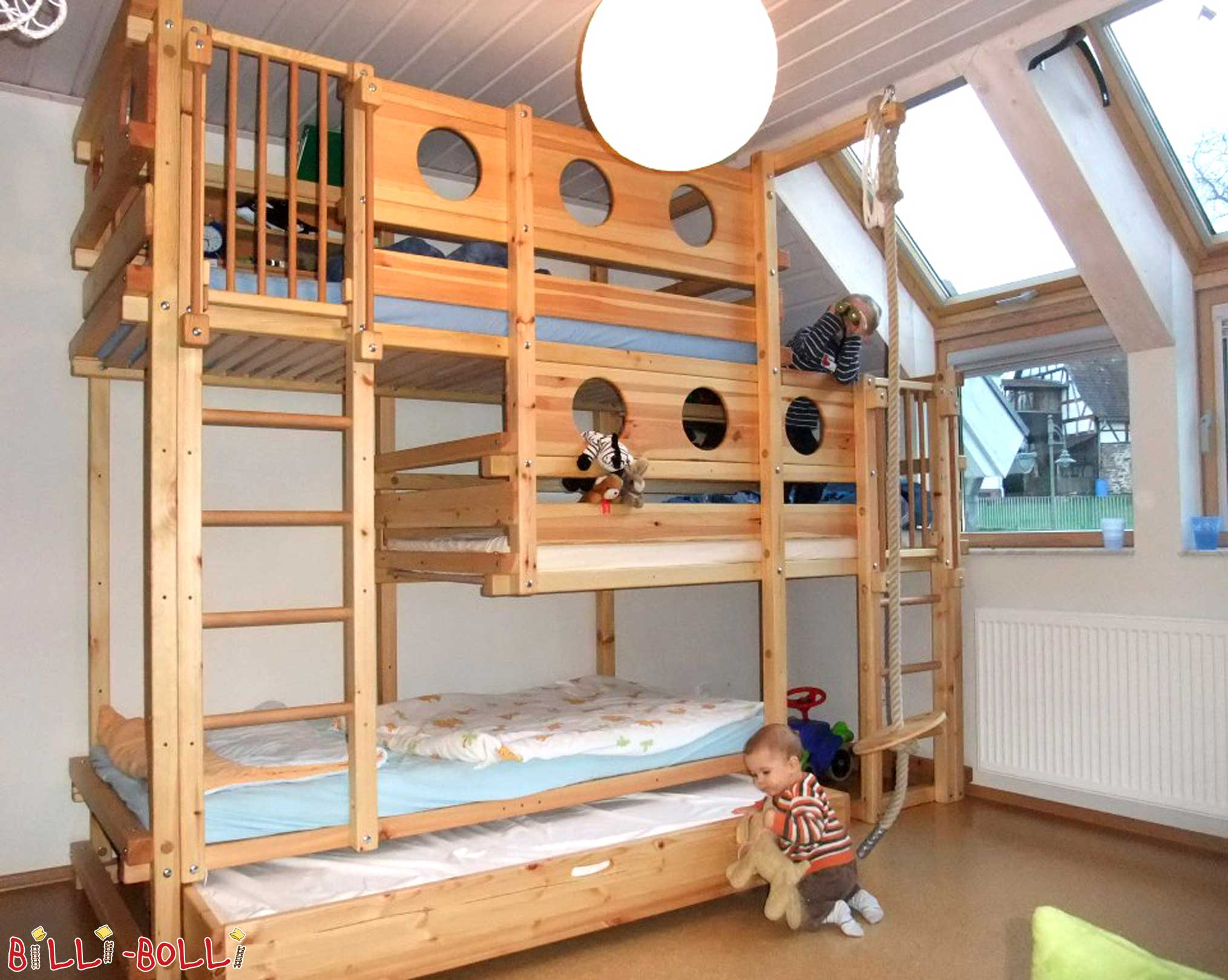 Triple Bunk Beds: high-riser for 3 kids (Bunk Beds)