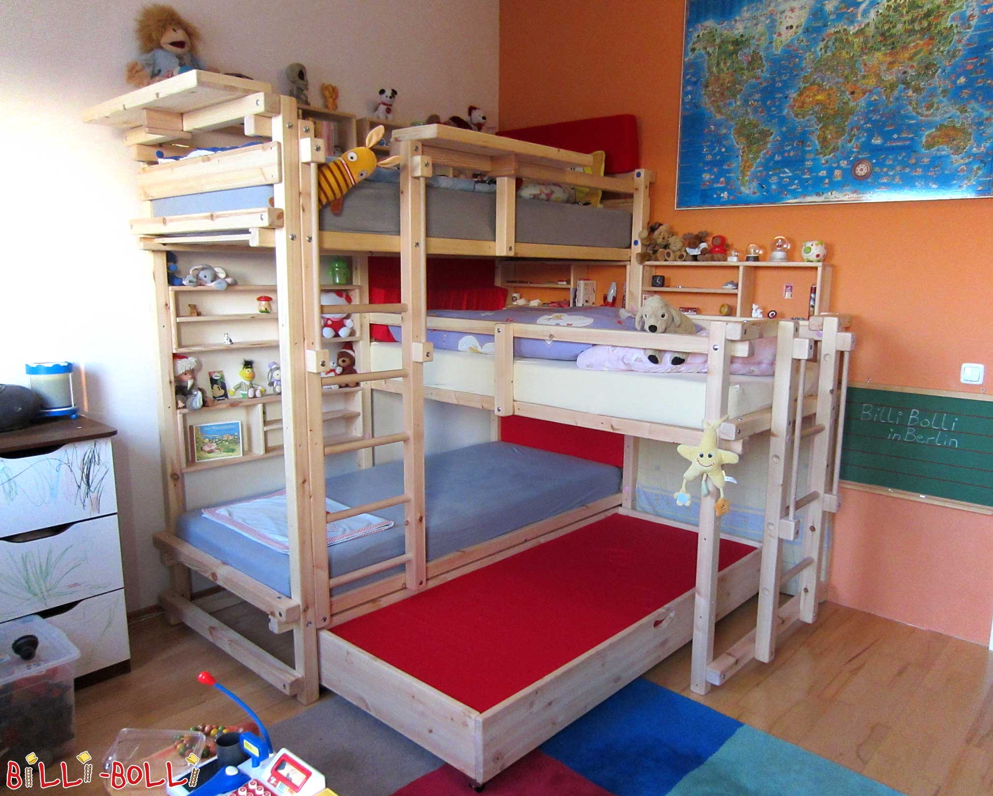 Beds for three billi bolli kids furniture for Kinderzimmer mit 2 betten