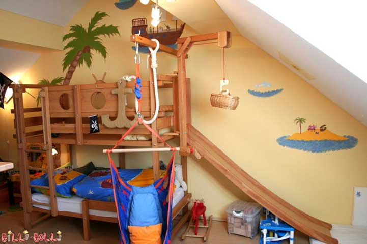 Bunk bed with slide on the short side