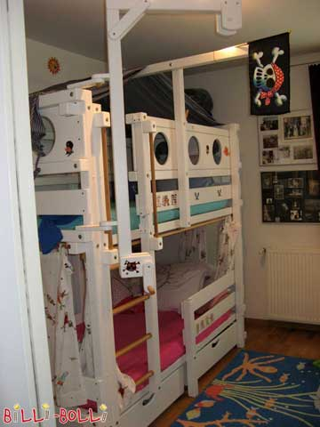 "Our bunk bed is ""pirate ship"" and ""princess castle"" in one…"