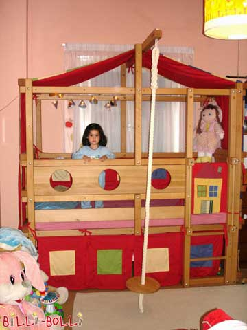 The Loft Bed Adjustable by Age depicted is mounted at assembly height 3. We added a few beams according to the customer's request. The parents beautifully decorated the bed with fabrics. Maria does not want to sleep anywhere else anymore. Greetings from Greece.