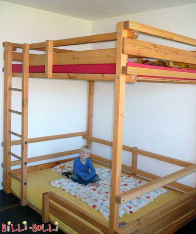 A youth bunk bed depicted with a mattress width of 140 cm. The lower sleeping level is assembled at height 1.