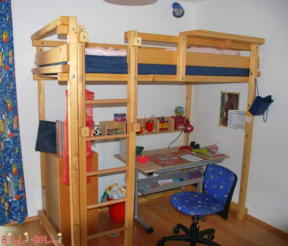 The Youth Loft Bed made of oil-waxed pine. With 1.52 m height underneath the bed, there is enough space for a desk.