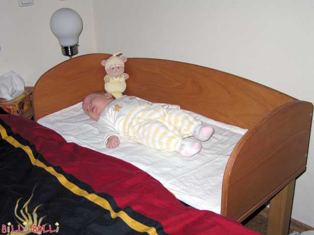 Bedside Crib made of beech, adjustable in height current version: sleeping area 86 × 43 cm usable as a bedside crib until the baby reaches the crawler age, then you can continue to use it as a drawing table or bench.