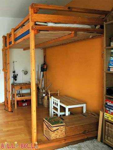 A Students' Loft Bed depicted in size 140 × 200 cm.