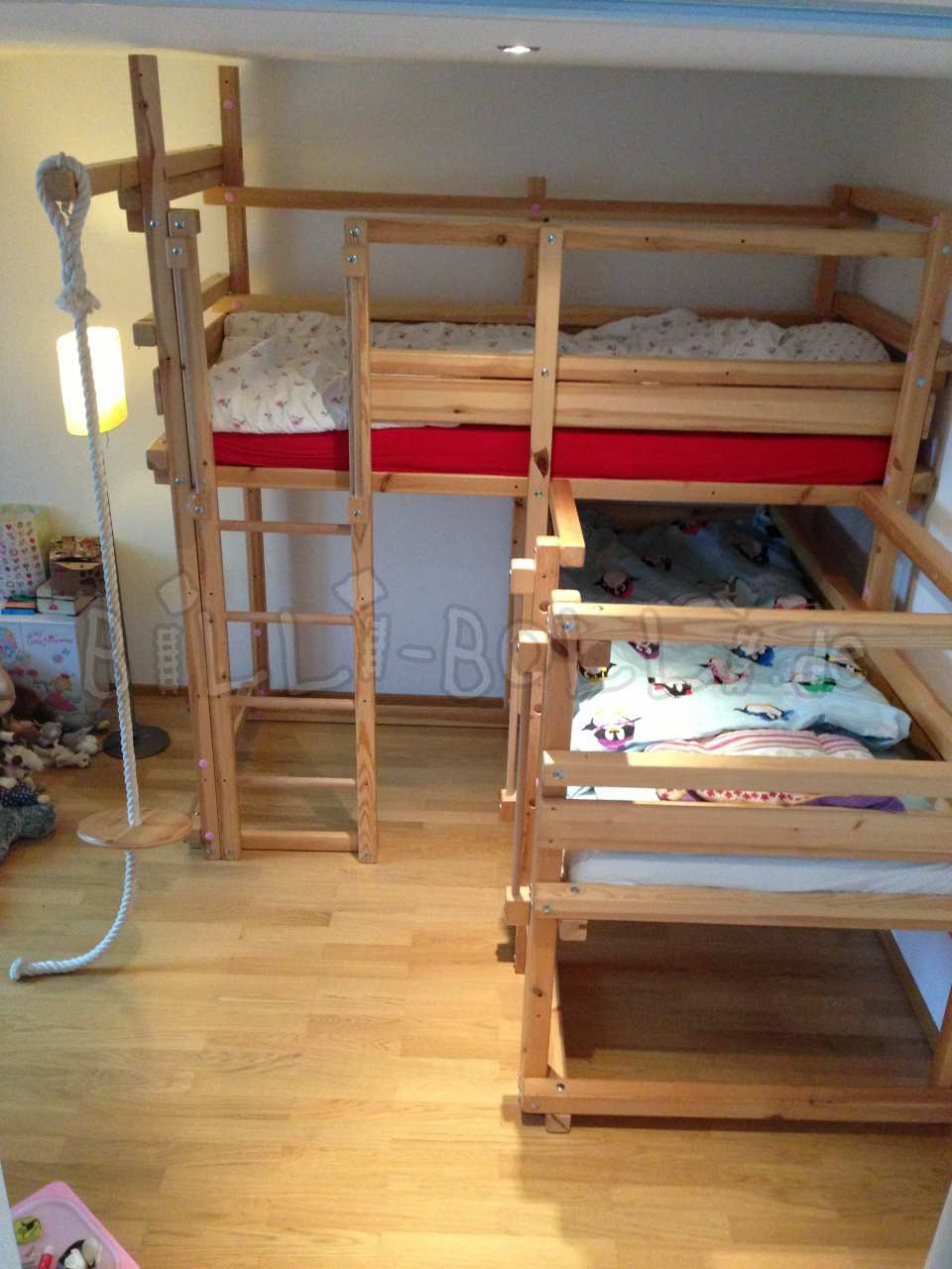Bei-oben-bed 1A, 90 x 200 cm, pine itself varnished (second hand kids' furniture)