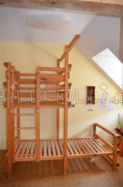 Roof slanting bed (second hand kids' bed)