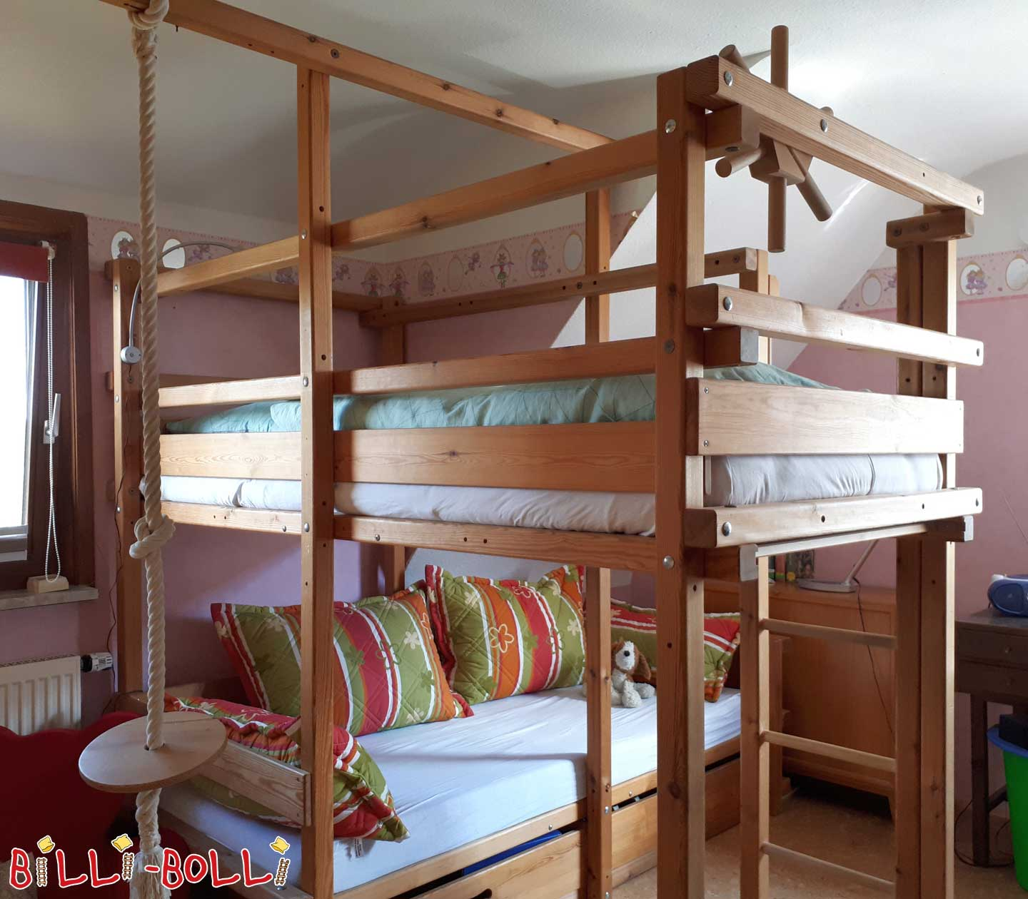 Bunk bedover corner (second hand bunk bed)
