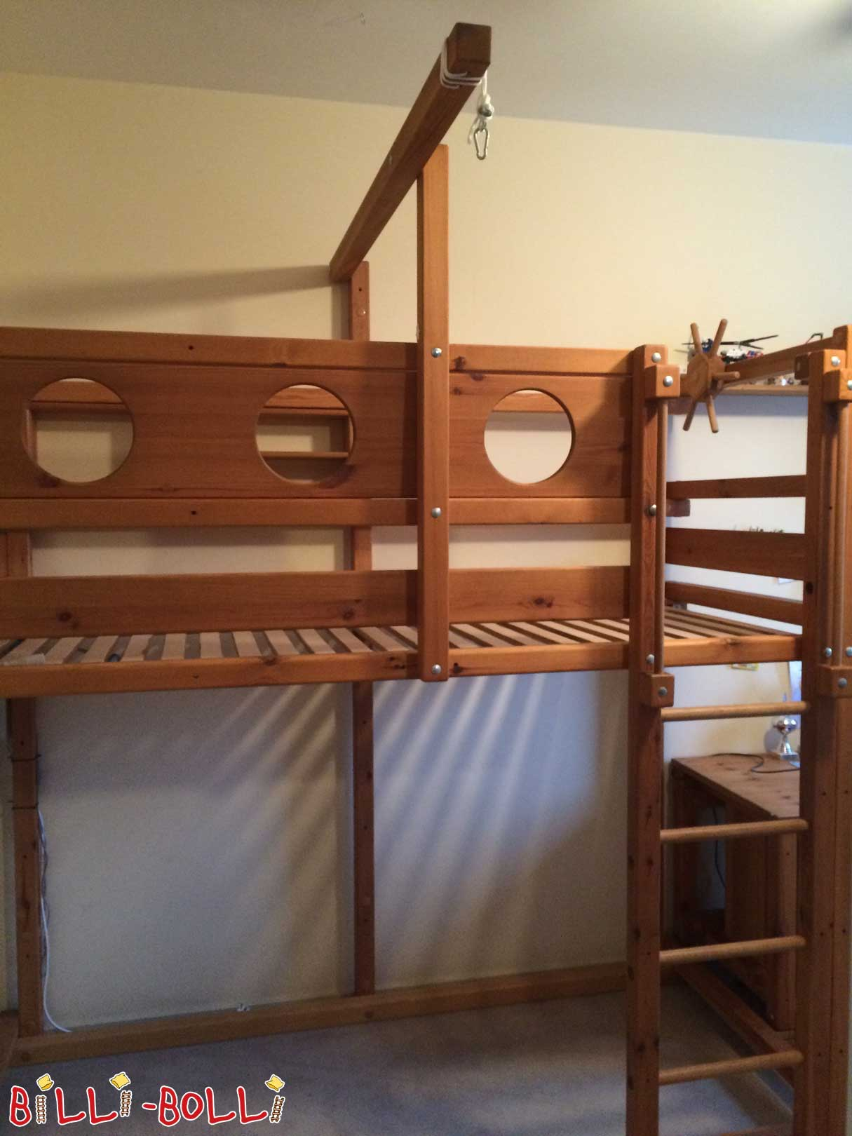 High bed with matching desk (second hand loft bed)