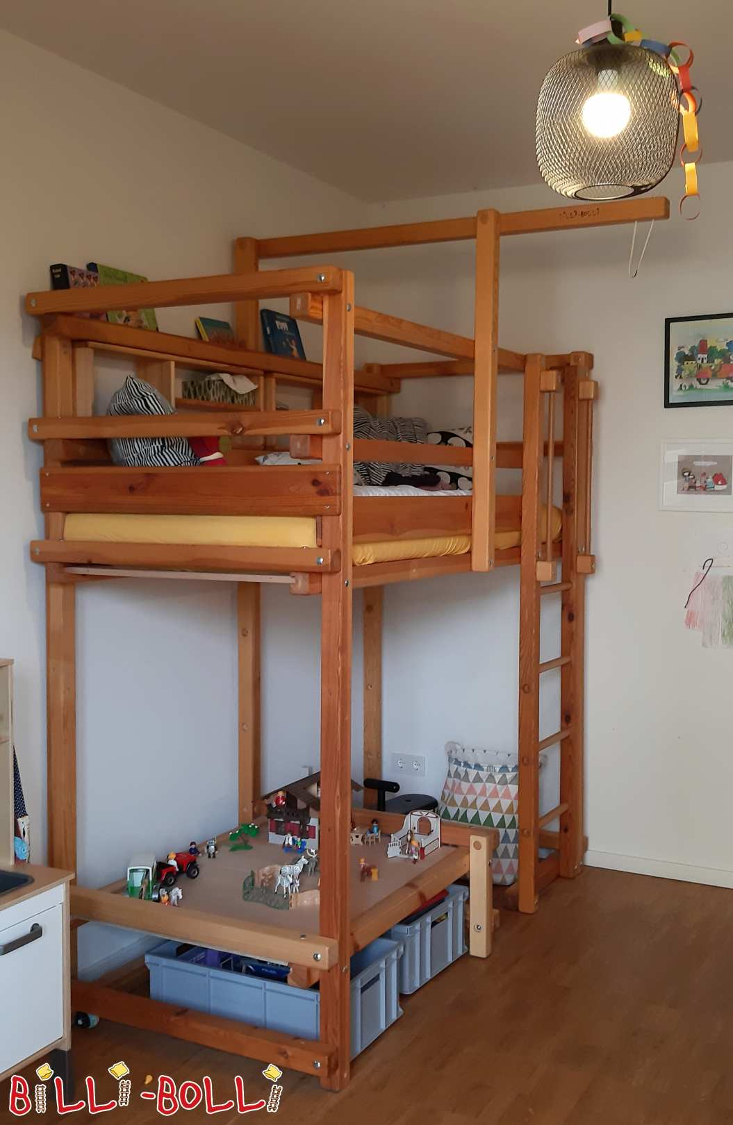 Cuddly bed pine oiled 80 x 190 cm with two small bed racks (second hand loft bed)