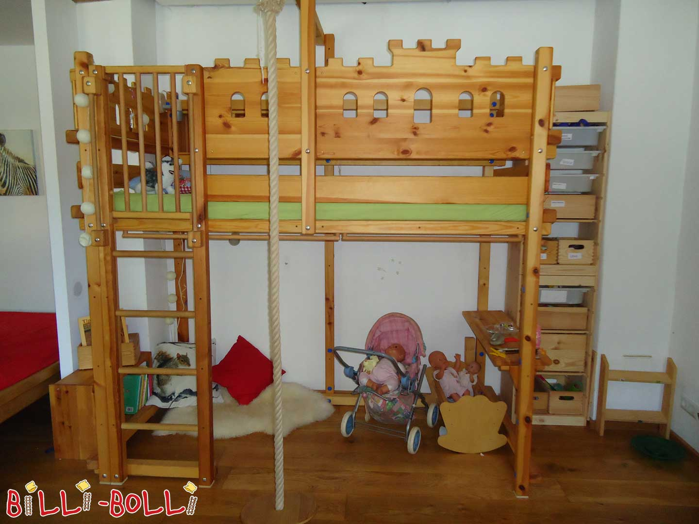 Collating High Bed-with Knight boards for Boys and Girls (second hand loft bed)