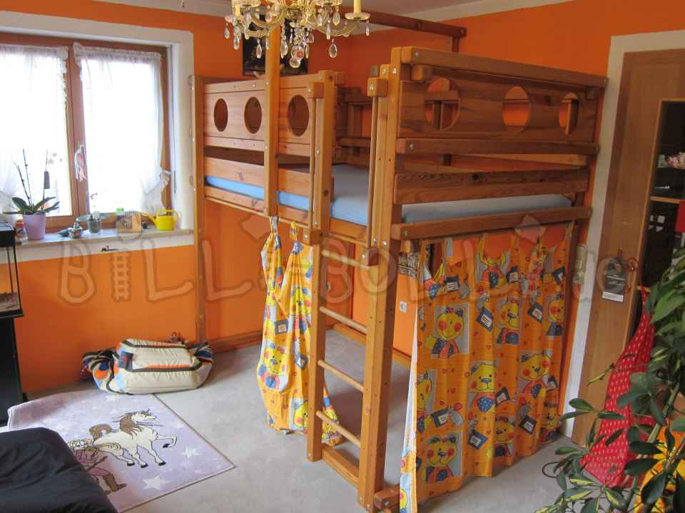 Collumsing high bed 120 x 200 cm, pine honey coloured oiled (second hand loft bed)