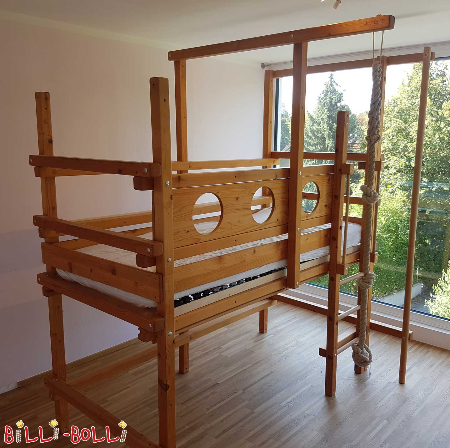 Growing high bed for seafarers (second hand loft bed)
