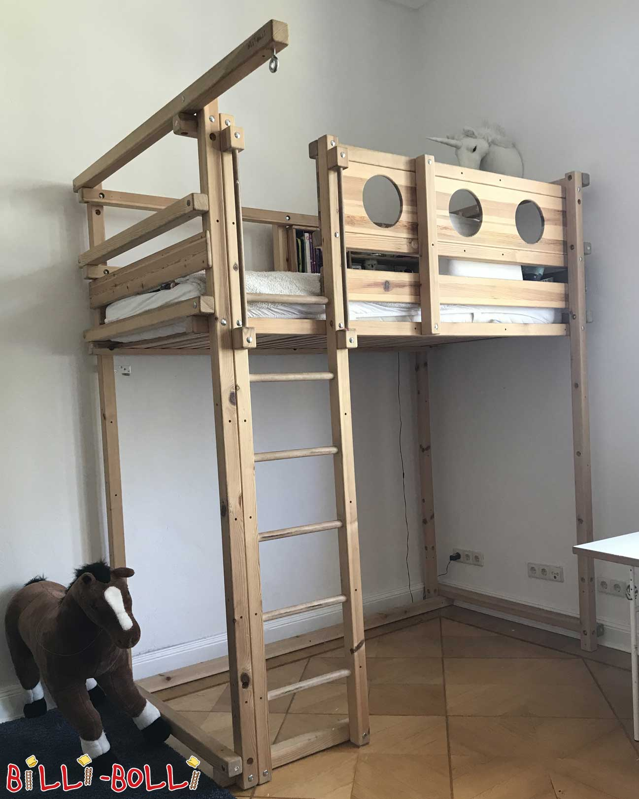 Co-growing high bed including extra-high feet and long ladder (second hand loft bed)