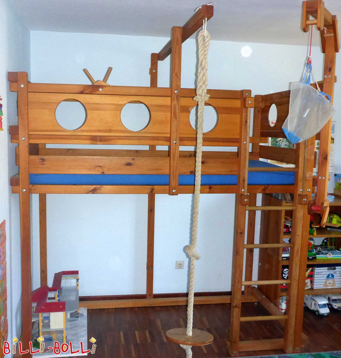 sparse pirates adventure bed (second hand loft bed)