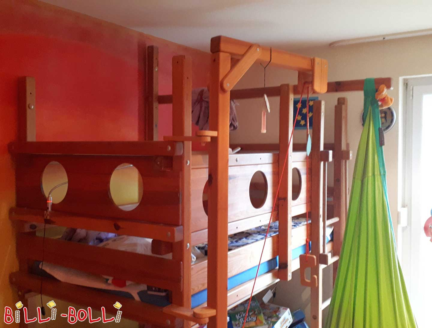 Growing pirate ship (second hand kids' furniture)