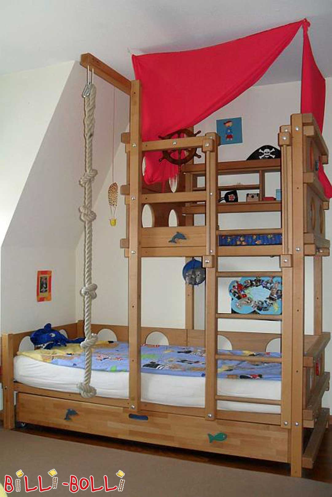 BILLI-BOLLI Sloping bed for small pirates (second hand Pitched Roof Bed)